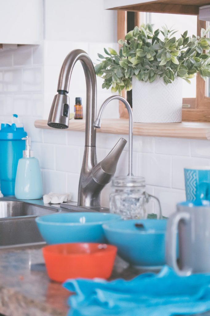 How to Do a Reset on a Delta Essa Touch 20 Kitchen Faucet
